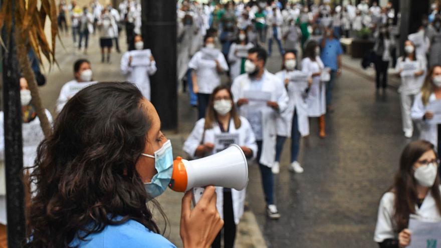 """Los sindicatos tachan de """"insolidarios"""" a los médicos de la Mesa de Confluencia"""