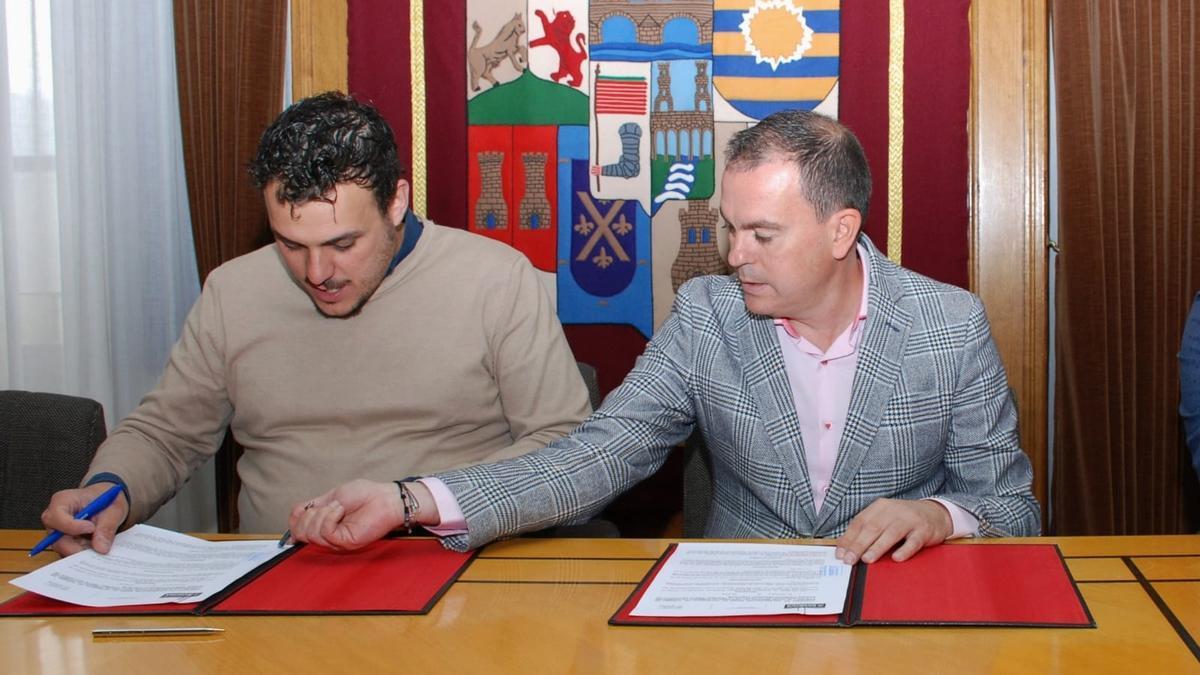 El presidente de la Diputación de Zamora, Francisco José Requejo, y el alcalde de Toro, Tomás del Bien.