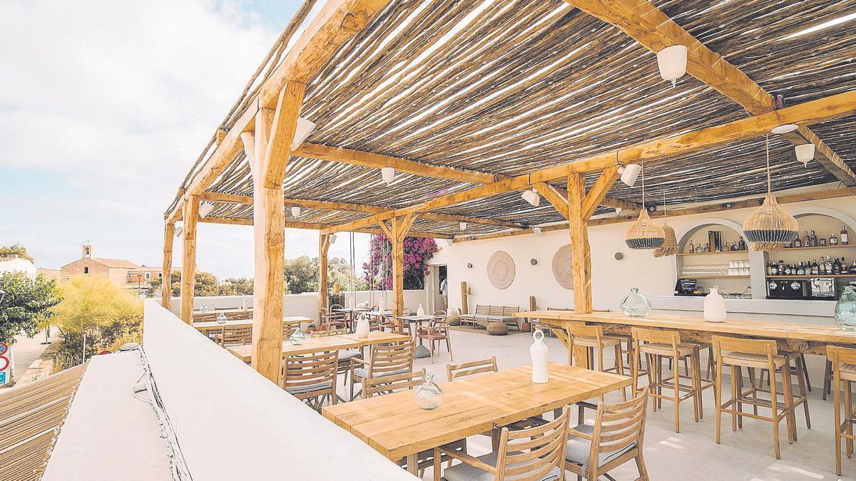 La terraza de la segunda planta ofrece unas vistas increíbles y es el lugar ideal para disfrutar del atardecer en el centro de la isla.