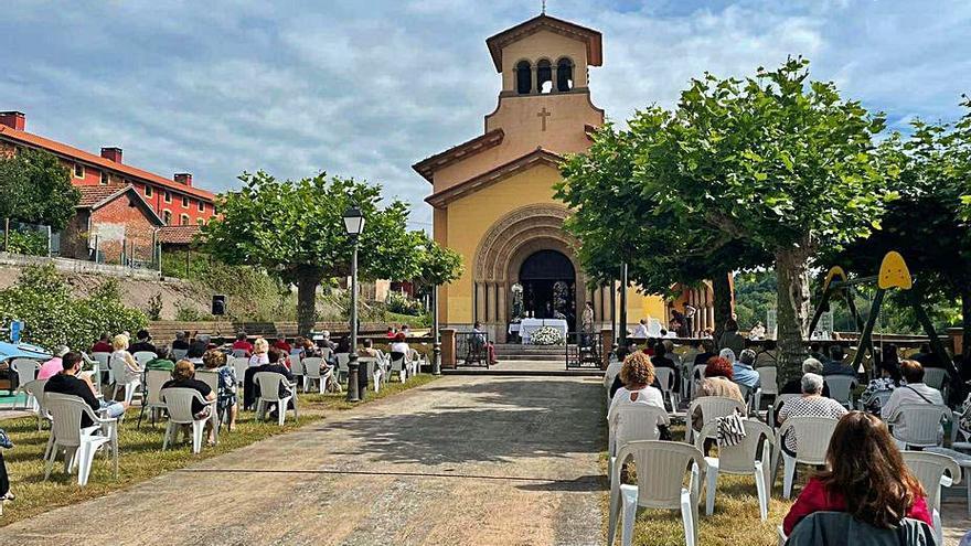 Lugones, Lieres y Pañeda celebraron sus fiestas con los programas al mínimo