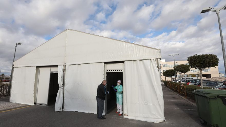 El PP de Crevillent propone al alcalde seguir reclamando a Ribera Salud la instalación de una carpa en el centro de salud