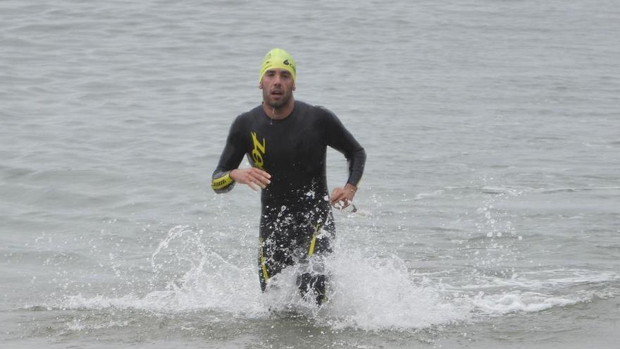 Más de doscientos valientes en la travesía a nado de Oleiros