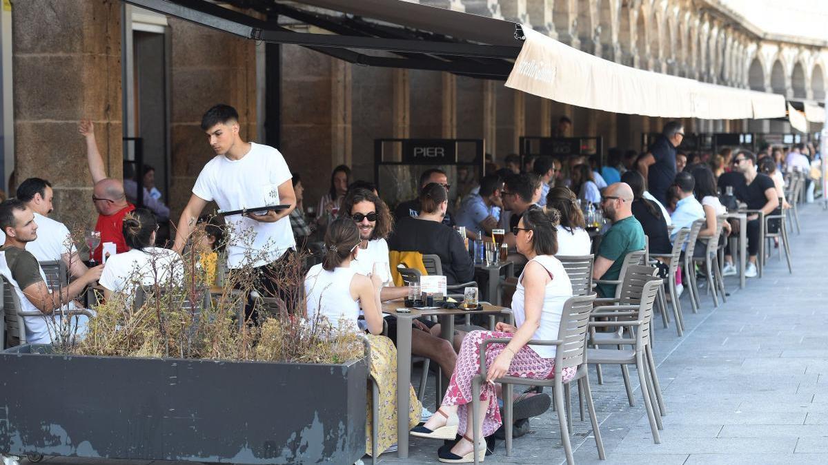 A Coruña permite más superficie a las terrazas sin que quiten espacio a los peatones