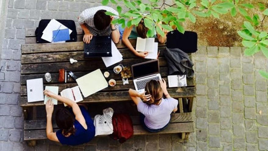 La Embajada de Francia convoca 50 becas para los estudiantes españoles