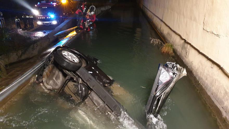 Mor una conductora que havia sortit de la carretera i bolcat en un canal d'aigua a Ripoll