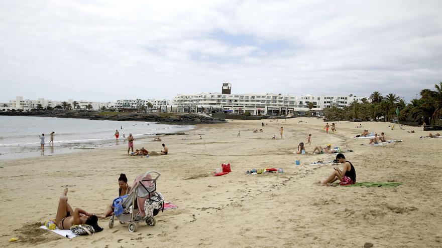 Buscan a un hombre que robó el bolso a una empleada en un hotel de Costa Teguise