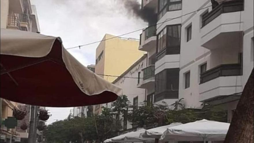 Una vela provocó el incendio con cuatro afectados en Arrecife