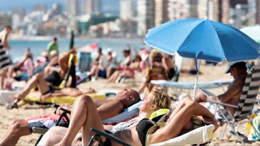 El gasto medio por turista en Canarias aumenta un 10% en un año