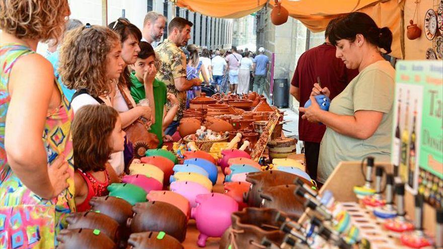 El mercado de artesanía del Martes Mayor de Plasencia se trasladará a la Torre Lucía