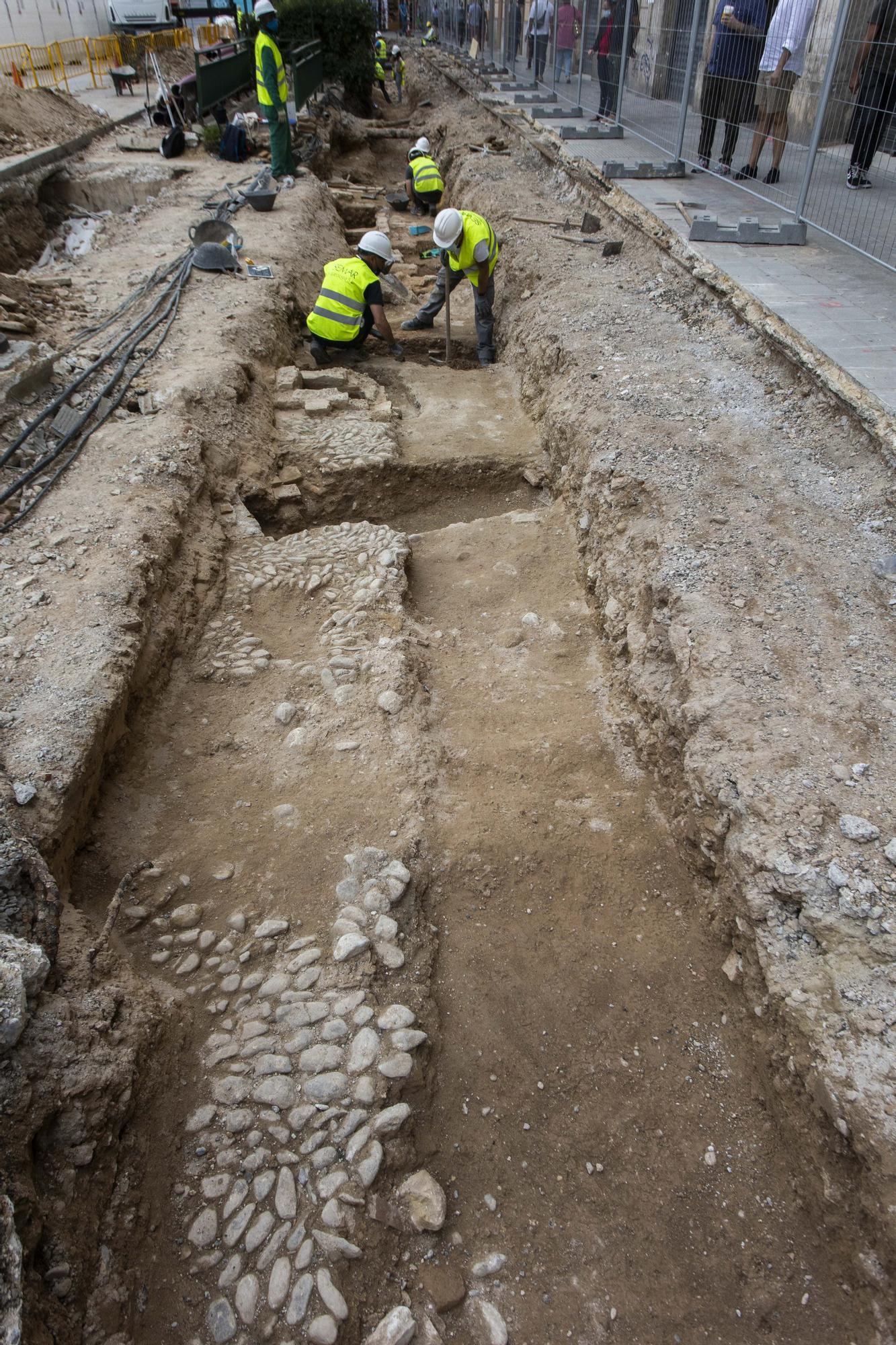 Las obras de la Reina sacan a la luz una posible cuarta muralla de València