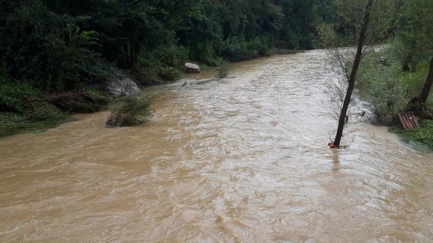 L'aiguat inunda baixos a colònies gironellenques de la vora del Llobregat
