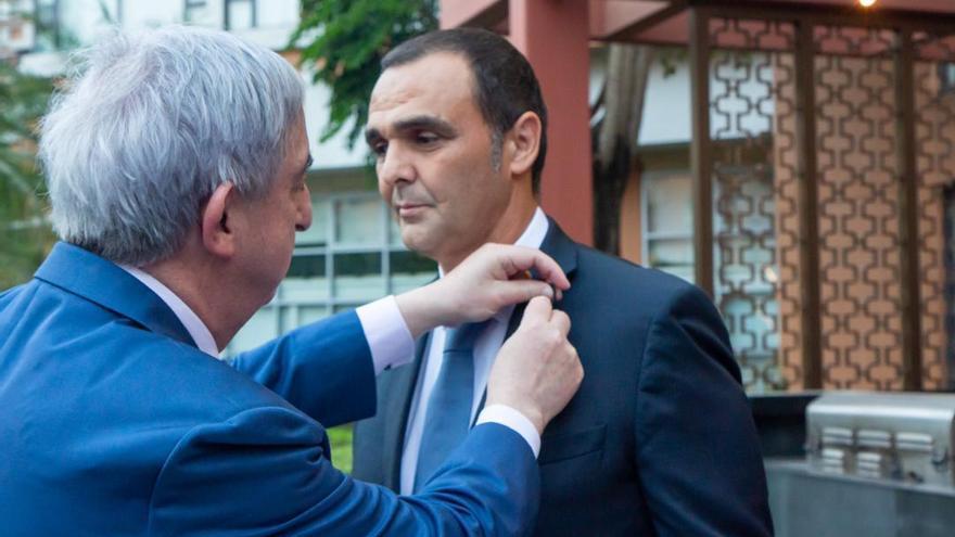 Un empresario de Petrer recibe la Cruz de Oficial de la Orden de Isabel la Católica