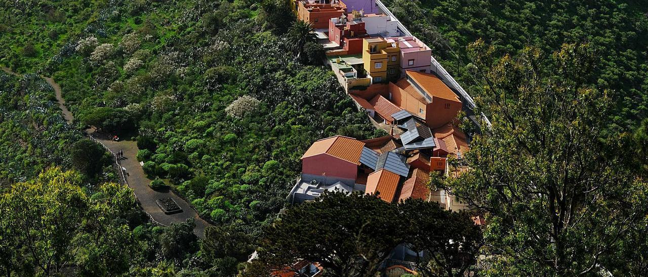 Viviendas del Caserío de Bandama vistas desde el Pico, en los linderos de los municipios de Las Palmas de Gran Canaria y Santa Brígida.     JOSÉ CARLOS GUERRA