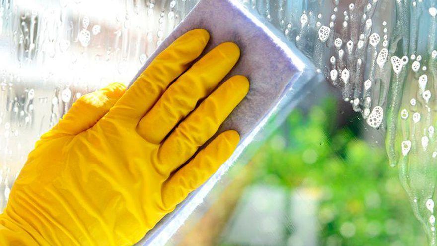 Esto es todo lo que tienes que hacer para limpiar y desinfectar en profundidad las bayetas según los expertos