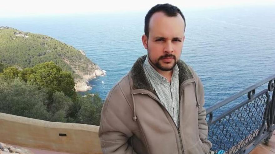 Adrià Targa, ganador del XIX Premio Vicent Andrés Estellés de Poesía 2019 de Burjassot