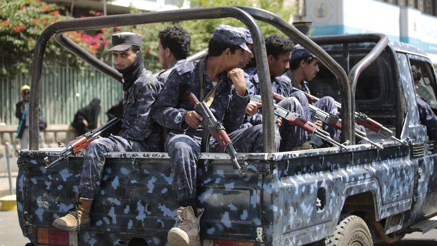 La explosión de un coche bomba mata a tres policías en Yemen