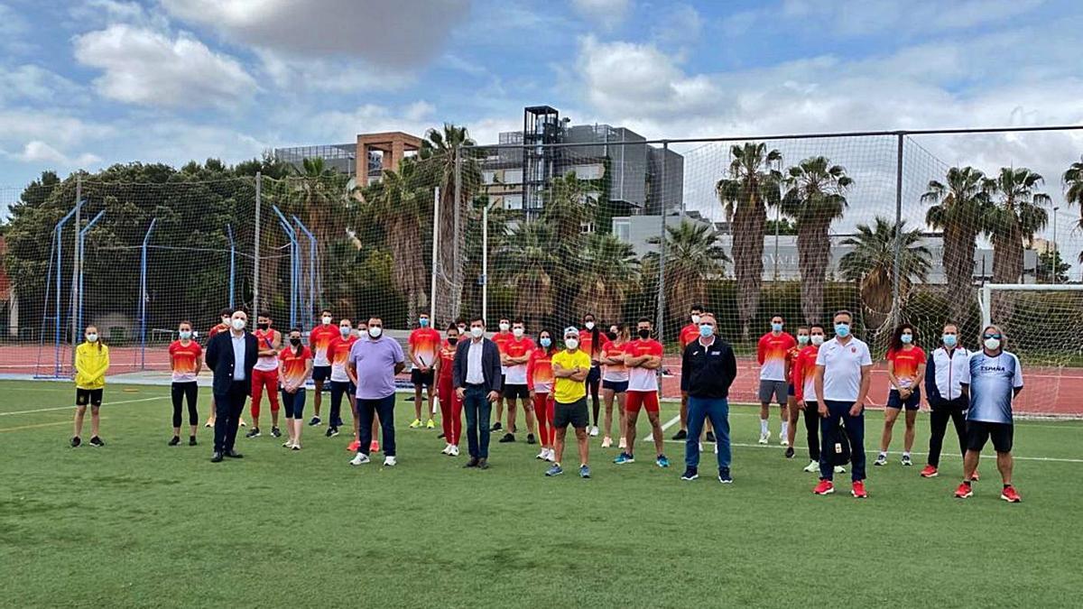 Visita del alcalde y el concejal de Deportes a los entrennamientos. | CB LES SITGES