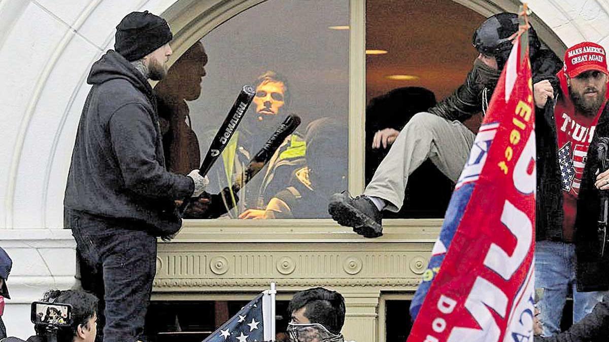 Manifestantes pro-Trump, a las puertas del Capitolio el pasado 6 de enero.