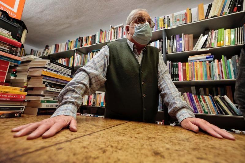 La librería El Águila, la más antigua de Tenerife, cumple 80 años