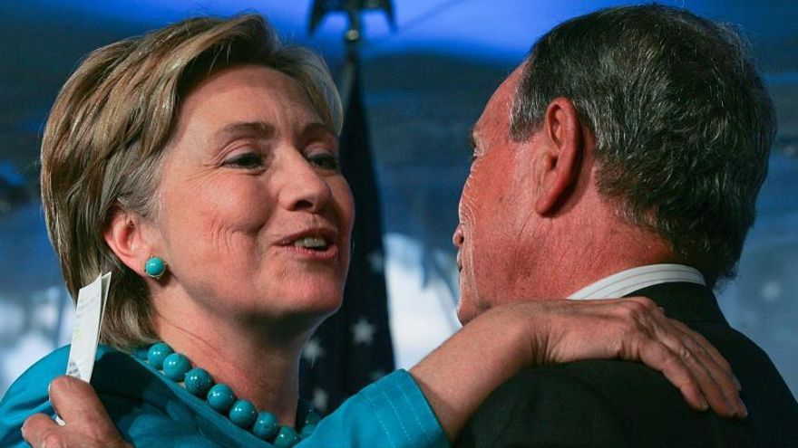Bloomberg considera a Hillary Clinton como vicepresidenta