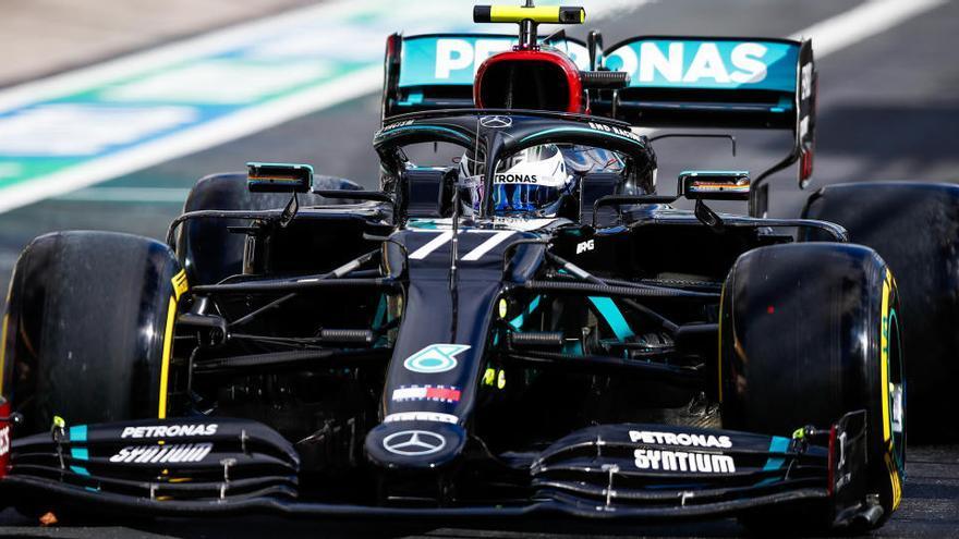 Bottas firma la 'pole' en Nürburgring con Sainz décimo
