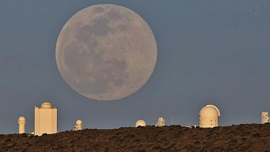 La 'luna rosada', más cercana y brillante | DANIEL LÓPEZ
