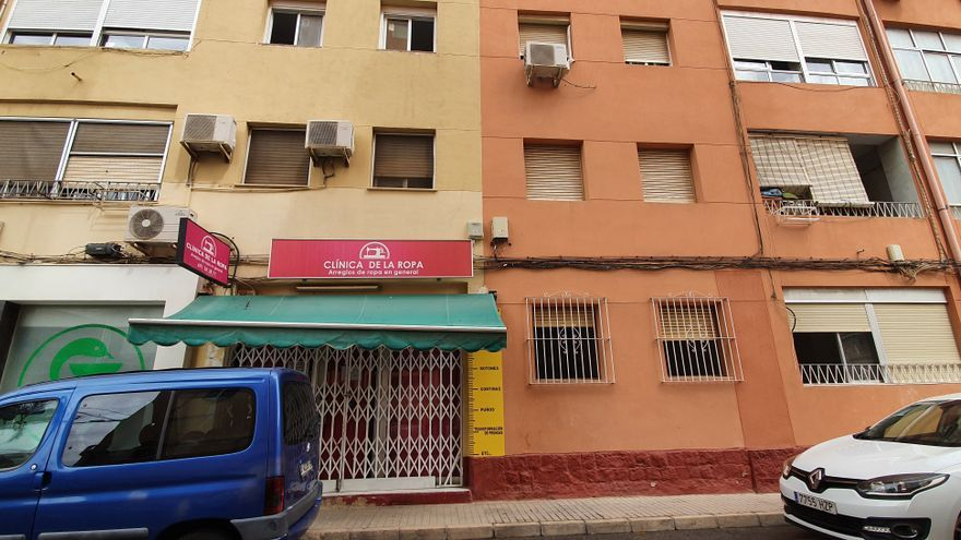 Descartan que tres arrestados tiraran por la ventana a su compañero de piso en Alicante