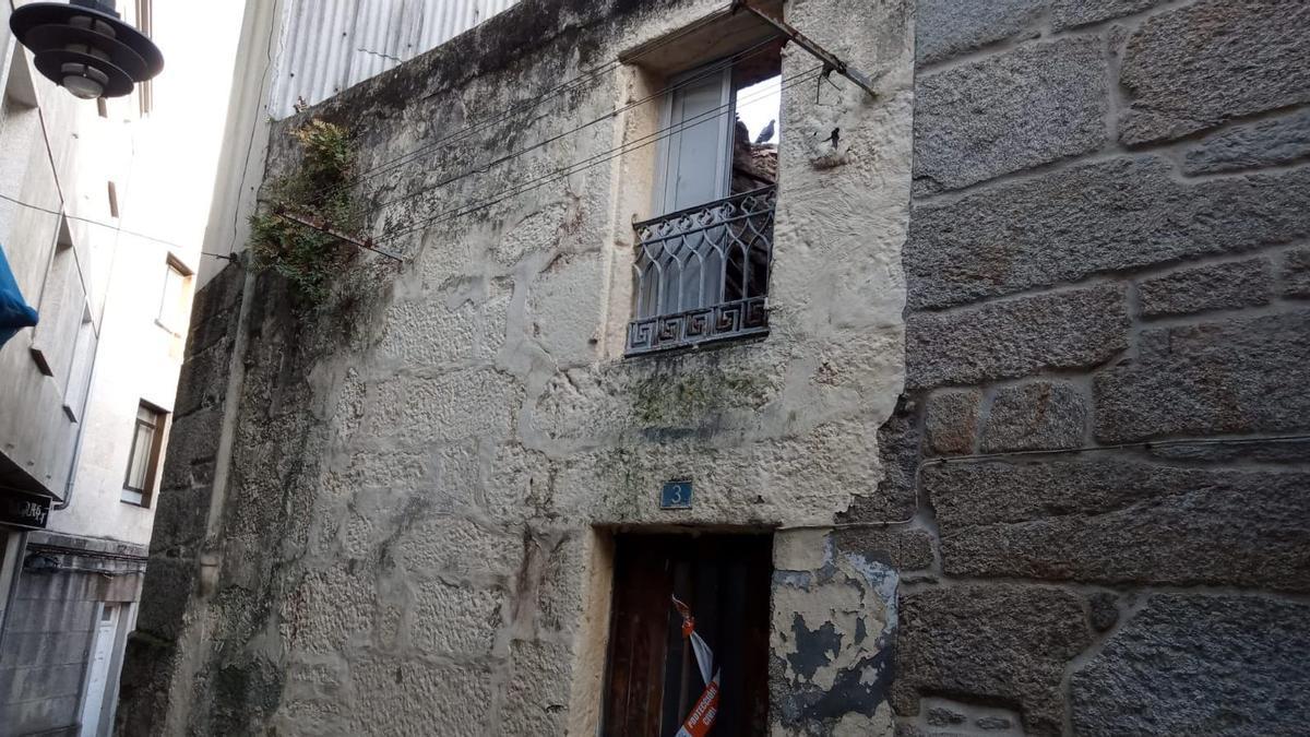 La vivienda de la rúa do Arco en donde se desplomó el tejado.