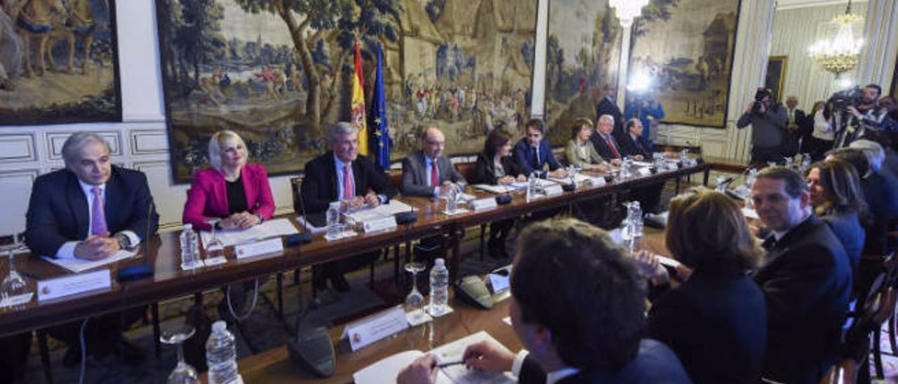Canarias recela  del 'lío' político en torno a la  nueva financiación