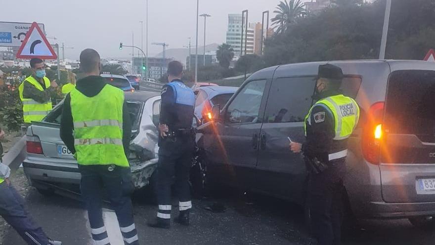 Accidente con 4 vehículos implicados a la entrada de Julio Luengo