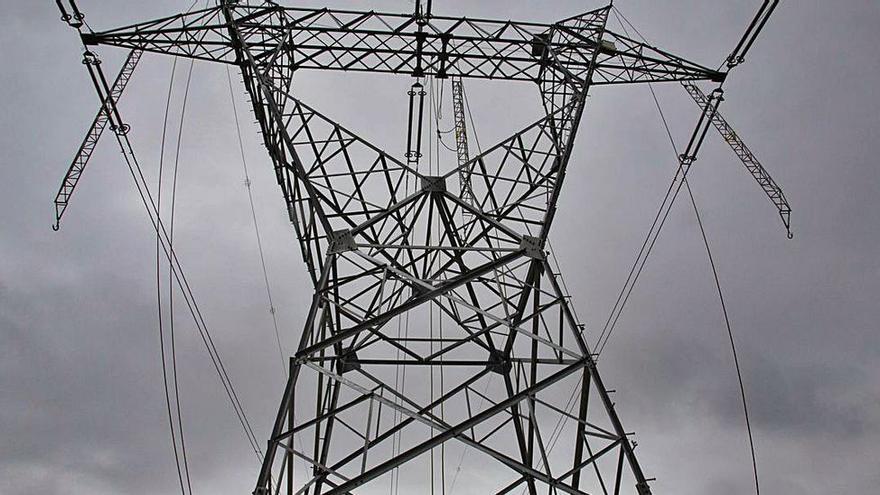 El precio de la luz desata una guerra comercial en las eléctricas con tarifas fijas