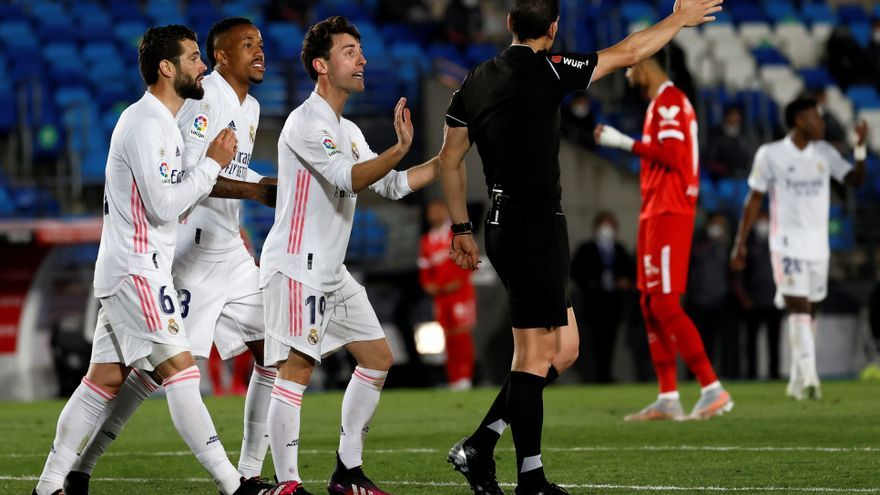 El Real Madrid salva un punto ante el Sevilla pero se queda sin liderato