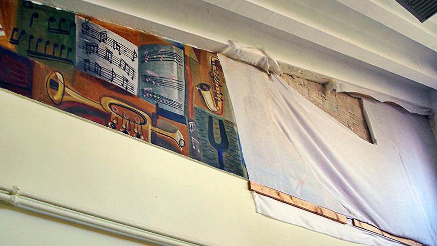 Patrimonio insta a la restauración de los murales del colegio de niñas de Ensidesa