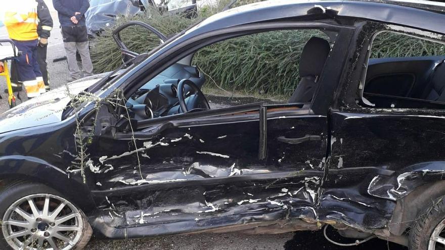 Dos heridos en un accidente de tráfico en Valdés