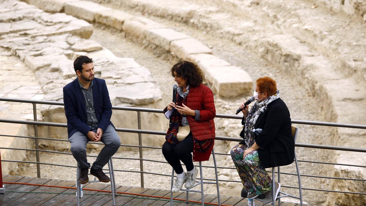 Fabienne Servan, en el centro, durante la presentación de 'Les damnés de la commune'.