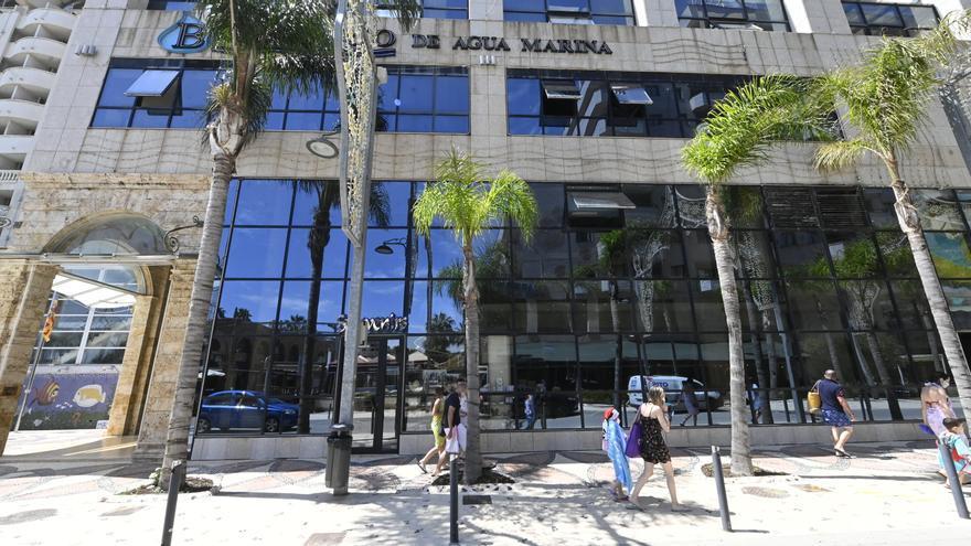 Oltra reclama la tasa turística frente a Puig y la patronal pero abre la puerta a una moratoria