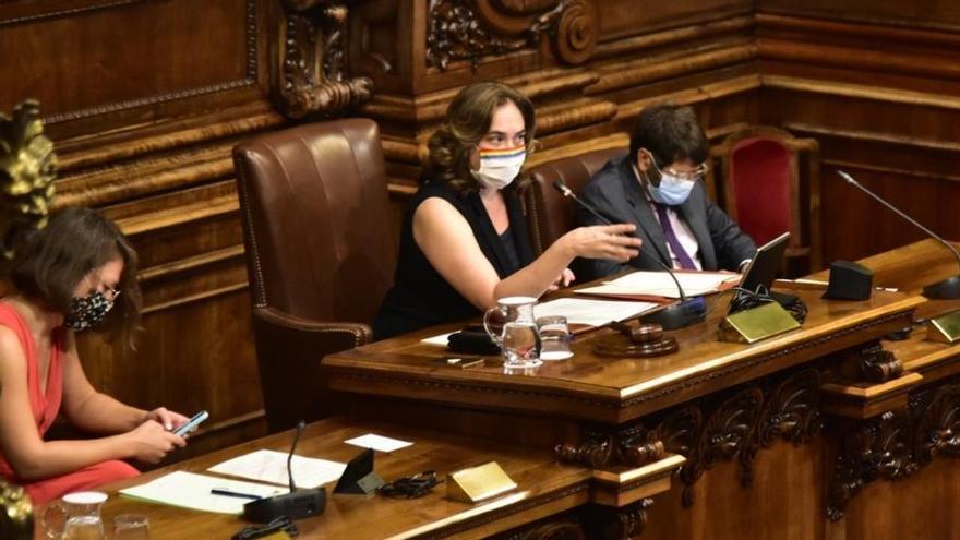 Barcelona retira la medalla al rei Joan Carles i reprova el Govern central