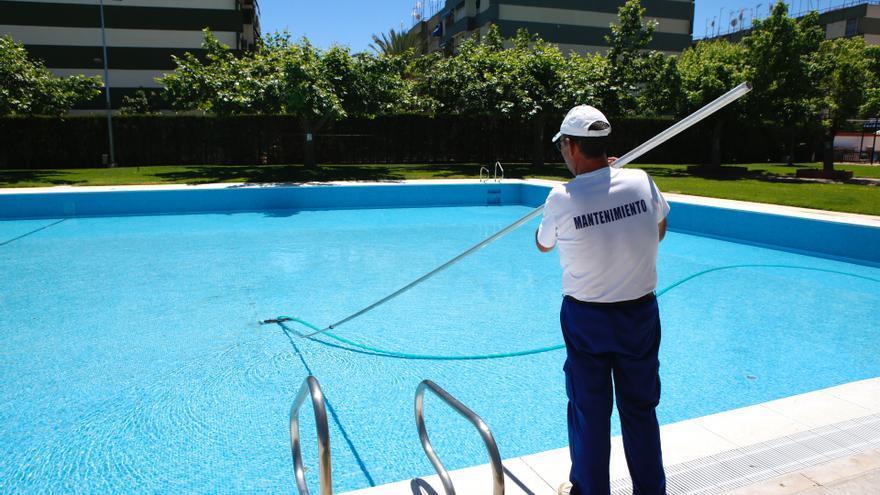 Las piscinas se preparan para abrir