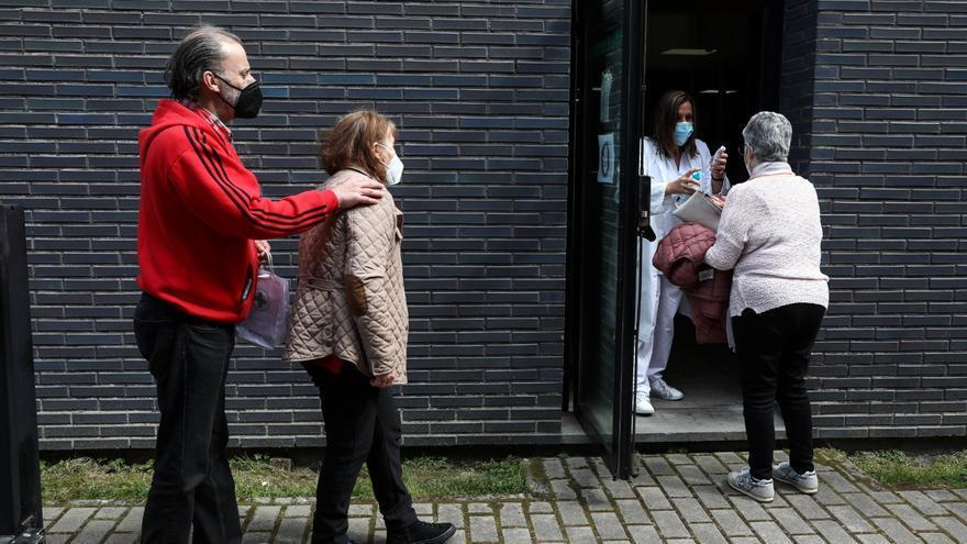 Asturias reorganiza la Primaria para que cada profesional atienda a diario a 43 pacientes, diez de ellos por teléfono