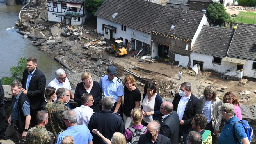 """Merkel promete """"ayuda urgente"""" ante la devastación causada por las inundaciones"""
