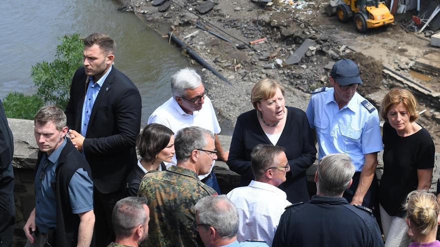 Merkel visita la zona cero de la catástrofe de Alemania