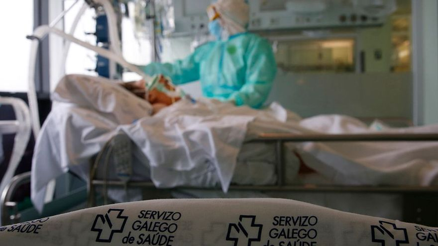 """Sanitarios se concentran en Sanxenxo y Pontevedra para denunciar el aumento de la presión asistencial: """"es insufrible"""""""