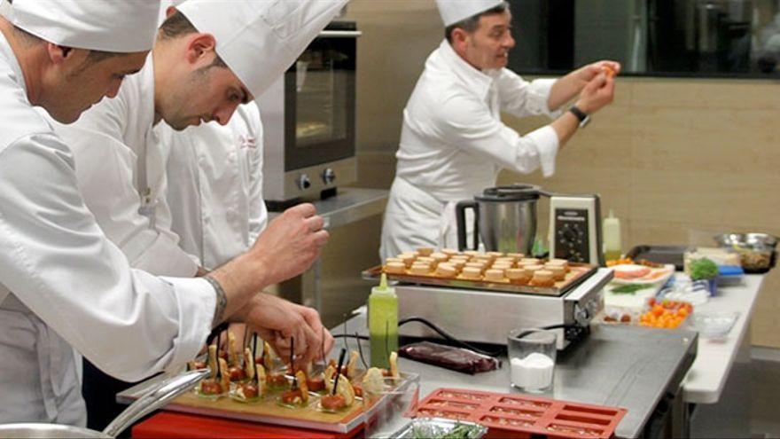 ¿Te gustaría aprender a cocinar? Cursos para profesionales y aficionados en La Font