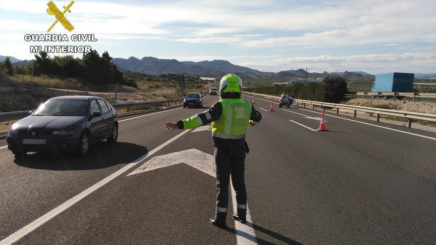 Conduce una moto en sentido contrario y bajo los efectos del alcohol por la autovía en Cehegín
