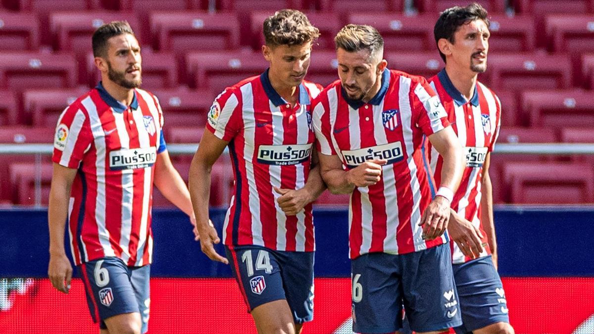 Los jugadores del Atlético celebra un gol ante el Eibar.