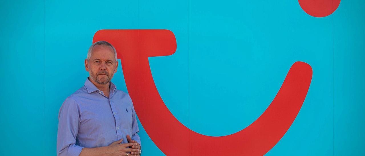 Ian Livesey, director de TUI para Baleares, Península, Portugal y Andorra, en la sede de Ultramar Express Transport, de TUI, en Palma.
