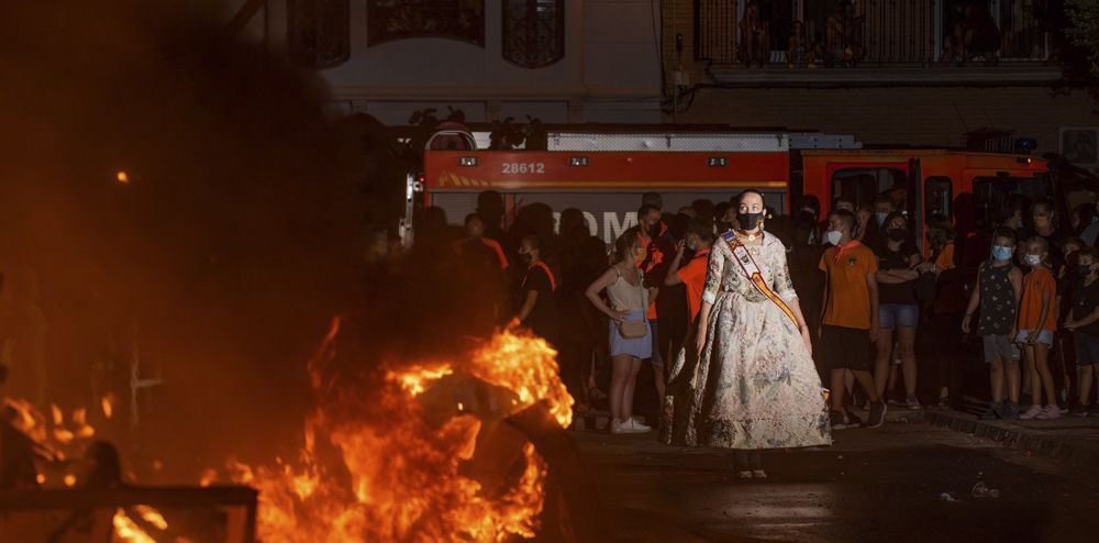 Morvedre quema sus fallas de la Covid.