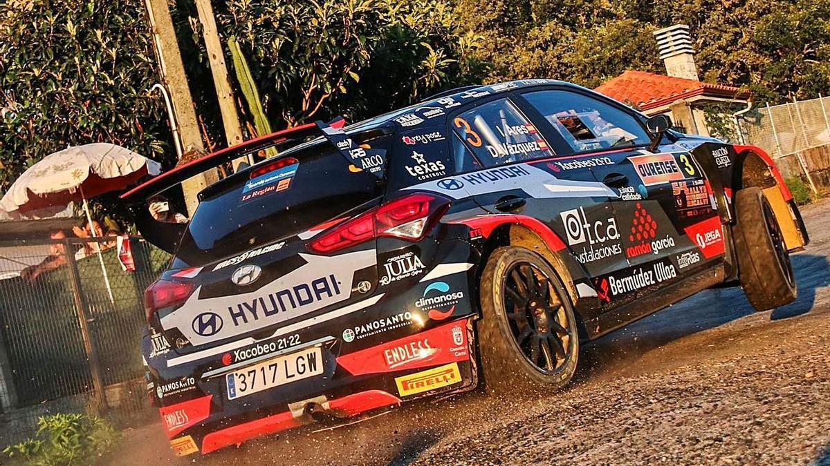 El i20 R5 de Iván Ares y David Vázquez en uno de los tramos del Rally de Ourense. |  // DBS