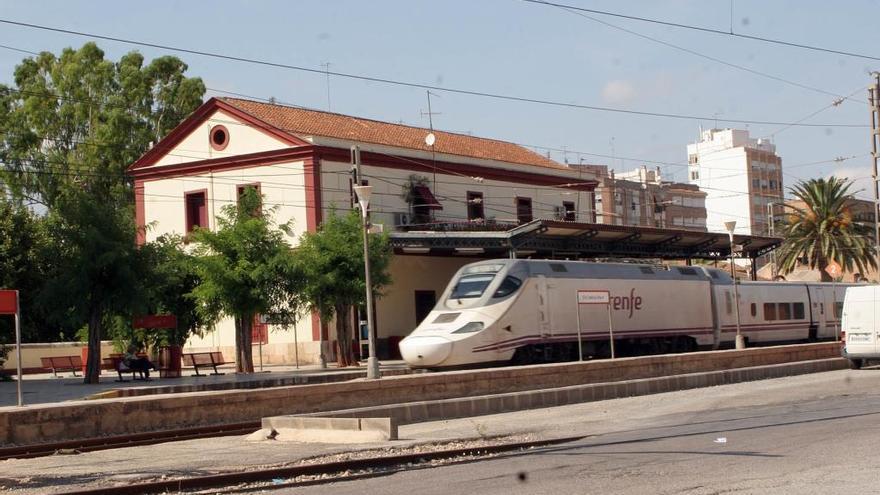 Un Talgo arrolla a una persona en Vila-real y retrasa la circulación de trenes