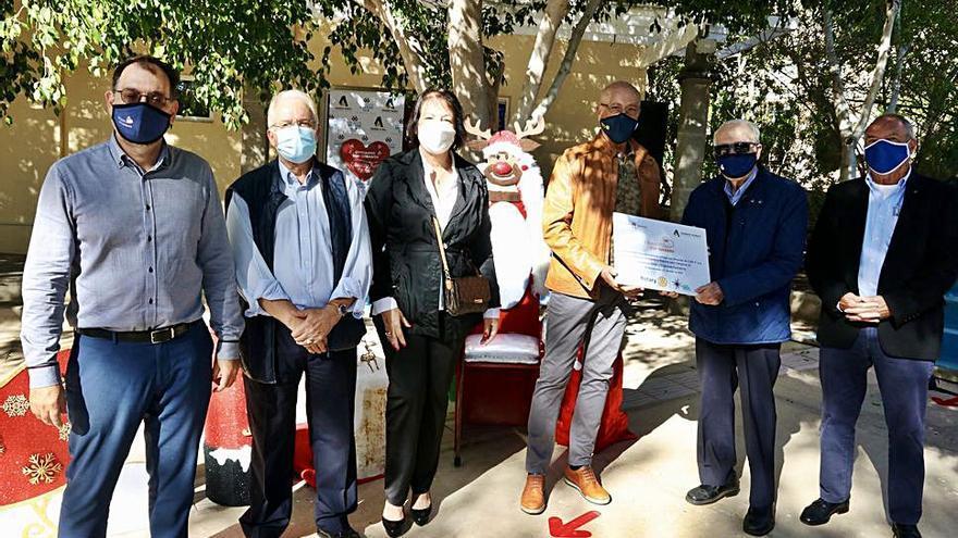La comunidad educativa Arenas dona 3.360 euros a ONG a través del Club de Rotarios
